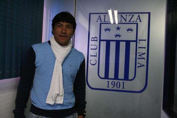 El delantero peruano, Miguel Mostto, estampa su firma por el club Alianza Lima y asegura que llega con el objetivo claro de ayudar al primer equipo a salir de esta mala situación en la que se encuentra en la tabla de posiciones.