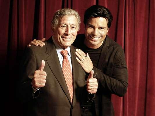 """Ahora que Tony Bennett presentó el disco """"Viva Duets"""", en el cual rescata algunos de sus temas más emblemáticos, acompañado de artistas latinos, para celebrar que cumple 86 años, decidimos hacer un recuento de los dúos más calientes entre estrellas anglos y latinas."""
