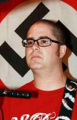 A dos días de la nueva masacre a tiros que enlutó al pueblo de Oak Creek, Wisconsin, se sabe que el pistolero Wade Michael Page tenía vínculos con grupos supremacistas blancos. Pero ¿qué lo llevó a cometer el baño de sangre en la casa de culto sikh? Conoce algunos de sus últimos escritos:
