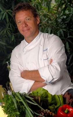Claude Troisgros e outros 14 chefs renomados da alta gastronomia nacional e internacional se juntam no dia 12 de agosto para a Copa Gastronômica Gols pela Vida