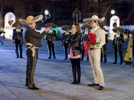 Vicente Fernández realizó una actuación especial para la telenovela 'Amor Bravío', protagonizada por Silvia Navarro y Cristian de la Fuente.