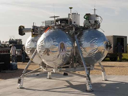 Un vehículo experimental lunar conocido como Morpheus Lander desarrollado por la agencia espacial estadounidense NASA explotó al precipitarse a tierra cuando realizaba un vuelo de prueba en el Centro Espacial Kennedy en Cabo Cañaveral, Florida (sureste).