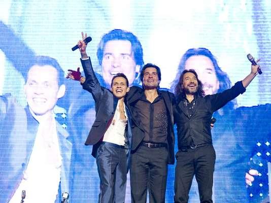 """Tanta es la conexión que tienen Marc Anthony, Chayanne y Marco Antonio Solís, que a lo largo de la presentación de """"Gigant3s"""", la gira que actualmente realizan por Estados Unidos no dejan de abrazarse en la tarima."""