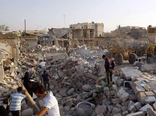 Un bombardeo realizado ayer por las fuerzas aéreas del ejército de Bashar Al Asad ha causado al menos 30 muertos y centenares de heridos en la población de Asaz, al norte de Alepo y muy cerca de la frontera turca.