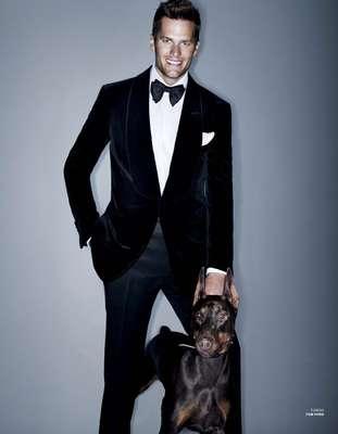 O marido da top Gisele Bündchen, o jogador de futebol americano Tom Brady, também tem seus momentos como modelo