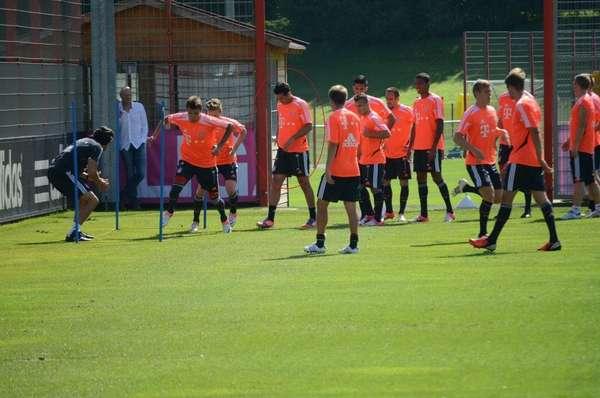 El peruano Claudio Pizarro entrena sin problemas con el Bayern Munich, dos días después del amistoso entre Costa Rica y Perú, al cual el 'Bombardero' no acudió porque su club no lo permitió argumentando una lesión a la cadera.
