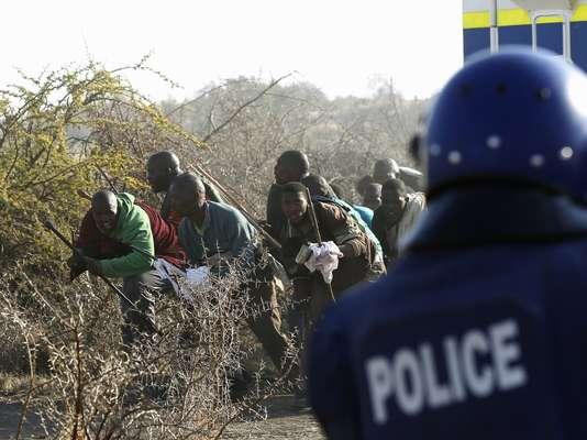 La comisaria general de la Policía sudafricana, Riah Phiyega, confirmó la muerte de 34 mineros por las fuerzas del orden en los disturbios ocurridos este jueves en una mina de Sudáfrica, donde otras 78 personas resultaron heridas.