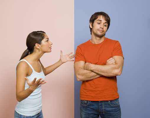 Você critica o seu parceiro bem mais do que expressa gratidão: pense por um momento como você se sente quando seu parceiro, amigo, familiar ou chefe coloca toda a atenção sobre algo que você não fez, ao invés de apreciar algo positivo. Terrível, não? Talvez você queira estar perto dessa pessoa cada vez menos e, se você repete este padrão de comportamento, seu parceiro também vai querer se afastar