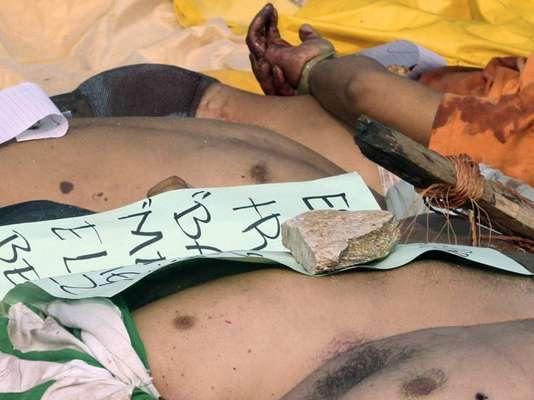 La guerra del narco ha derramado mucha sangre en México. Las bandas criminales actúan sin piedad contras sus rivales, ejecutándolos de la manera más ruín punto de pistola, descuartizados o quemados. Mira el 'modus operandi' para matar de estos delincuentes a continuación: