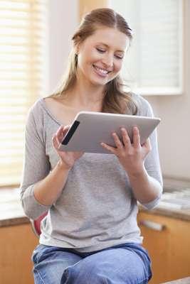 No hay hogar sin cocina. Unas más pequeñas que otras, unas más equipadas que otras, pero siempre hace falta un espacio para preparar los alimentos que más nos gustan. El iPad ha ido llegando poco a poco a muchos ámbitos de nuestra vida diaria. La cocina no podía ser la excepción. De hecho, el iPad podría ser una herramienta muy útil para cocinar.