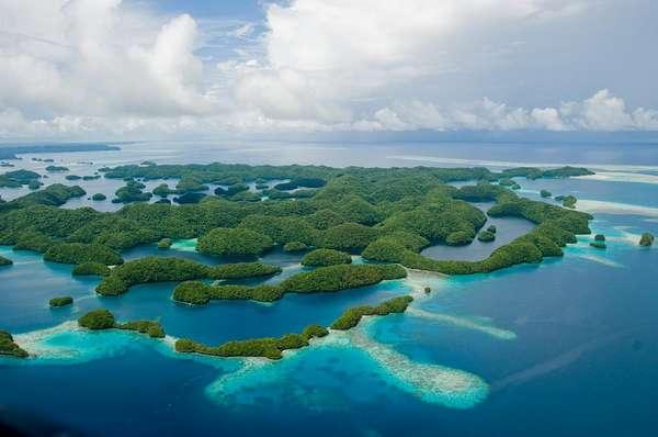 Lagoa Sul das Ilhas Rock, Palau: a lagoa sul das Ilhas Rock, em Palau, tem mais de 400 ilhotas de origem vulcânica cobertas de vegetação. Combinado com o azul turquesa das águas protegidas por recifes, o verde das ilhotas forma cartões-postais incríveis, num local perfeito para mergulhar