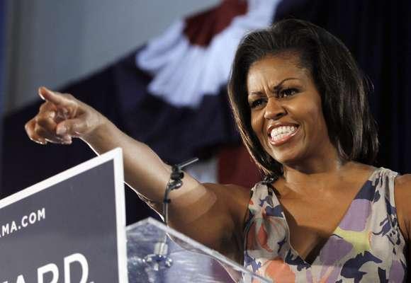 La primera dama, Michelle Obama, dijo ante miles de votantes en Florida -muchos de ellos mayores de edad- que la ley de atención médica de su esposo ha mantenido en marcha el Medicare y le ha ahorrado cientos de dólares a las personas mayores y a los pacientes con condiciones preexistentes.