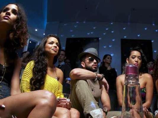 """Lo bien que la pasan Wisin y Yandel rodeados de bellas modelos, en el material audiovisual del hit """"Algo Me Gusta De Ti"""", donde comparten protagonismo con las estrellas estadounidenses Chris Brown y T-Pain, nos bastó para destacarlo como el video sexy de la semana."""
