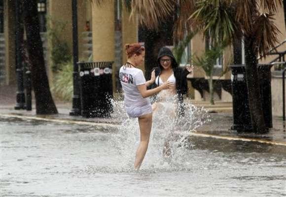 Los meteorólogos pronosticaron que el meteoro cruzará los Cayos el domingo por la noche, luego se dirigirá hacia el noroeste y golpeará como huracán de categoría 2 entre Nueva Orleáns y la Florida el miércoles, cuando se cumplirán siete años del huracán Katrina.