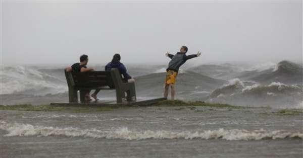 El huracán de categoría 1 Isaac tocó tierra en el extremo sudeste de Luisiana, con vientos de 80 millas por hora, finalmente el huracán Isaac -de categoría 1- tocó tierra en el extremo sudeste de Louisiana.