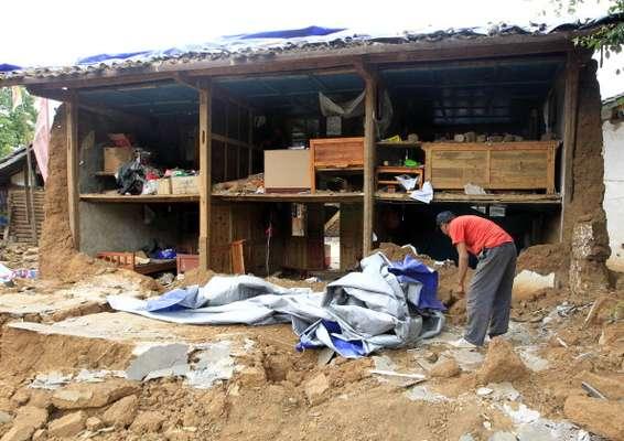 Las tareas de rescate tras el terremoto que dejó al menos 80 muertos y 820 heridos en el suroeste de China se intensifican hoy, entre advertencias de que el mal tiempo puede perjudicar los trabajos de búsqueda y asistencia.