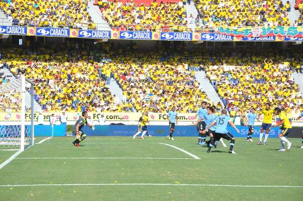 Cuando transcurría el minuto dos de partido Zuñiga logró sacar un centro desde el sector derecho.