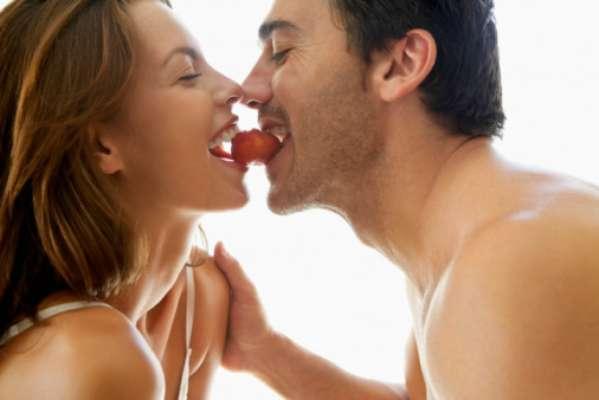 Si el regalo que tienes pensado para tu pareja es una noche romántica, juguetona y de pasión, aquí te damos los elementos con los que puedes innovar y hacerla más especial.