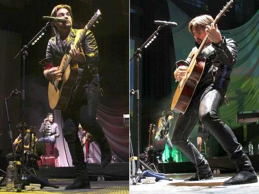 """Juanes llenó cada rincón del emblemático Pepsi Center WTC de la Ciudad de México, durante un concierto donde interpretó lo mejor de su más reciente producción discográfica , """"Juanes: MTV Unplugged""""."""