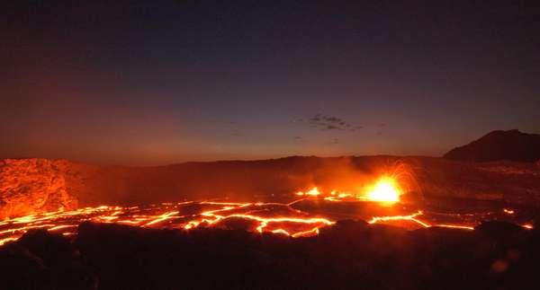 Erta Ale es un volcán localizado en el Cuerno de África, en la depresión de Afar (al noreste de Etiopía). No sólo es el volcán más activo de este país, sino también uno de los sitios más visitados del lugar.
