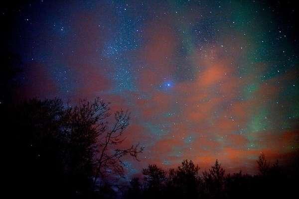 Alasca: região selvagem dos Estados Unidos, o Alasca tem entre suas numerosas atrações a aparição de auroras boreais durante o inverno. Para visualizar o fenômeno nas melhores condições, o ideal é escapar para áreas remotas como o Parque Nacional de Denali, sem esquecer de conferir a previsão de auroras boreais da Universidade do Alasca