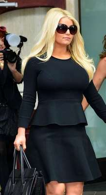 Jessica Simpson ha dejado ver su figura y los resultados de su dieta en el programa 'Talk Show' de de Katie Couric.