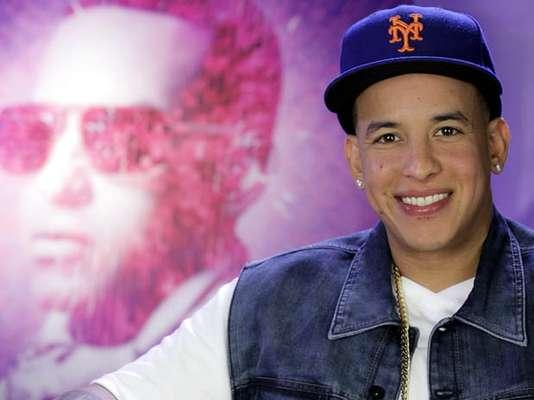 """Metimos a Daddy Yankee en la máquina del tiempo, para repasar algunos de los momentos cumbres en su fructífera trayectoria artística, ahora que acaba de lanzar """"Prestige"""", según sus palabras, el mejor disco que ha sacado hasta la fecha y el cual incluye colaboraciones de reconocidos cantantes como Natalia Jiménez y Prince Royce."""