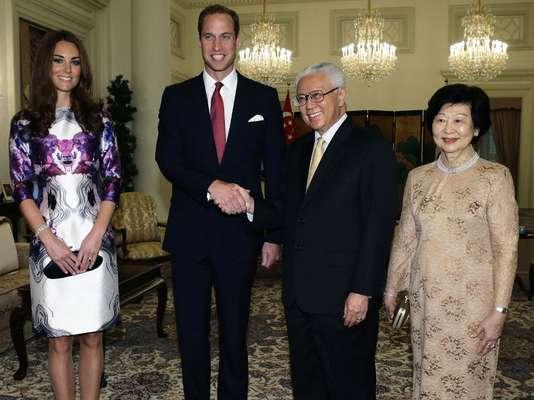 Los Duques de Cambridge se encuentran en Singapour como parte de los actos previstos por el jubileo de Isabel II. En su paso por el país asiático saludaron al presidente Tony Tan y su esposa Mary Chee.