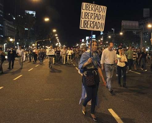 Buenos Aires y otras ciudades de Argentina fueron centro el jueves de protestas multitudinarias contra una eventual reforma de la Constitución que habilite un tercer mandato de la presidenta Cristina Fernández, y también por la falta de respuestas de su gobierno a la creciente ola de inseguridad y la inflación.