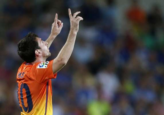Barcelona's Lionel Messi celebrates after scoring a penalty against Getafe during their Spanish first division soccer match at Coliseum Alfonso Perez stadium in Getafe, near Madrid, September 15, 2012. REUTERS/Sergio Perez