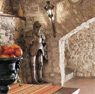 El Castillo de Spaltenna se encuentra en los campos de la Toscana (al noroeste centro de Italia). Hoy es uno de los sitios más lujosos para hospedarte en Italia.