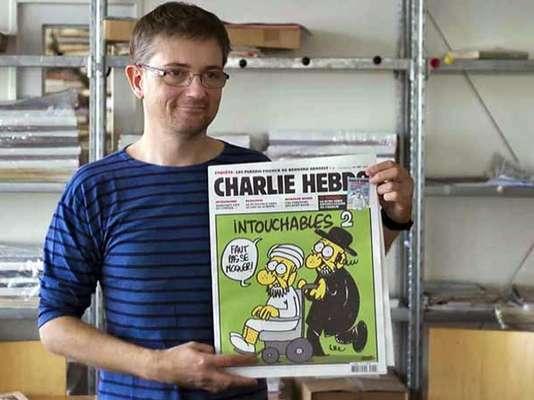 Una revista francesa ridiculizó a Mahoma el miércoles al publicar caricaturas que lo mostraban desnudo, amenazando con desatar más ira en el mundo islámico que ya está enfurecido por un filme que describió al profeta de los musulmanes como un mujeriego y un farsante.