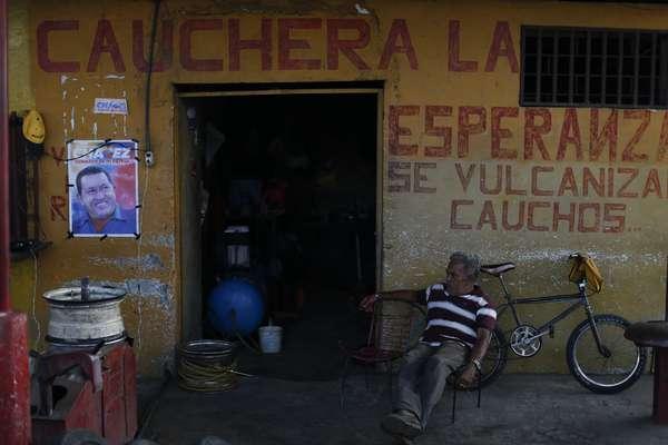 Para poder entender por qué Hugo Chávez podría ganar otra vez las elecciones en Venezuela el próximo 7 de octubre, es aconsejable ir a Los Rastrojos o Sabaneta en Barinas. Allí, en los pueblos rurales de su infancia, en el corazón de la Gran Sabana, la familia y los amigos del mandatario evocan los recuerdos de un niño que soñaba con ser beisbolista.