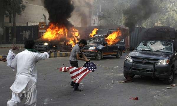 Las protestas que comenzaron hace diez días en Egipto y Libia a causa de la publicación de un video que se mofaba del profeta Mahoma, las manifestaciones se intensificaron este viernes en otros como Pakistán, en donde una ola de protestas dejaron varios muertos y decenas de heridos.