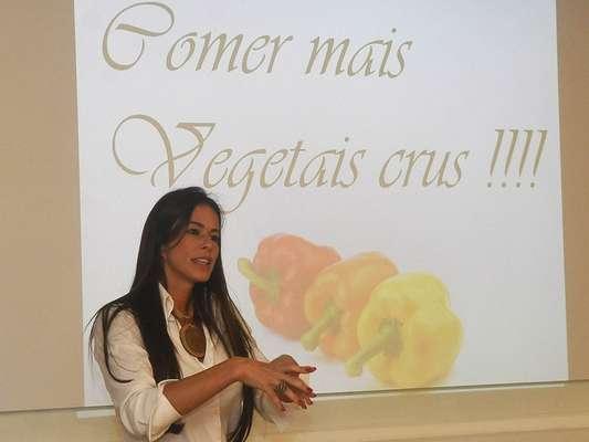 """A nutricionista funcional Flávia Cyfer explica que o consumo de produtos orgânicos é uma alimentação sem nenhum desses venenos"""""""