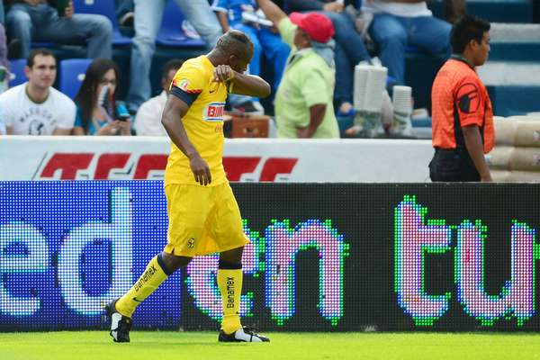 Although Cruz Azul controlled possession early, Christian Benítez had the first real chance of the game.