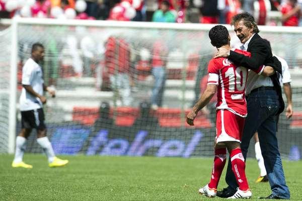 Antes del encuentro, Sinha y Ricardo La Volpe se saludaron cordialmente.