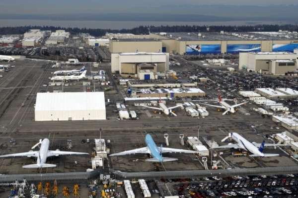 No mundo da arquitetura, a regra do quanto maior, melhor é a que melhor de aplica. Por isso, o jornal The Huffington Post listou as 7 maiores construções do mundo. Em primeiro lugar, está a maior fábrica do mundo, a Boeing Everett, Massachussetts, Estados Unidos: a Europa e os Estados Unidos tornaram-se especialistas em bater recordes arquitetônicos, mas a fábrica norte-americana da Boeing, localizada na cidade de Everett, próximo a Seattle, é o maior prédio do mundo em área, além da maior fábrica. Com mais de 13 mil m³, os visitantes levam 1 hora e meia para fazerem um tour pelo local
