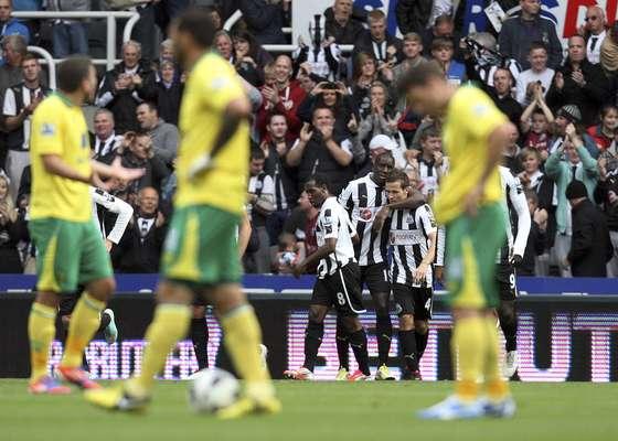 En St. James Park, Demba Ba le dio el triunfo al Newcastle de 1-0 sobre un Norwich que está a un punto de meterse en problemas de descenso.