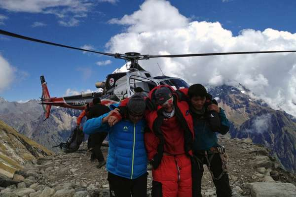 La avalancha se produjo el domingo en la cordillera del Himalaya. La cifra de muertos se elevó a 11 luego de que un alpinista alemán falleciera en un hospital de Katmandú, Nepal. Entre las víctimas hay siete montañistas franceses, otro alemán, un nepalés y un español.