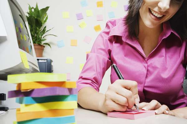Planeje sua rotina de exercícios: coloque-a em seu diário como se fosse uma reunião de trabalho. Dessa forma, você fica mais propenso a arrumar tempo e ter disciplina para correr ou malhar