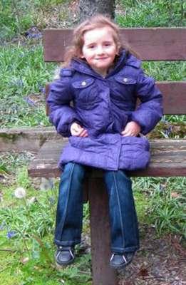 En un nuevo caso que recuerda a la desaparición de la pequeña británica Madeleine McCann, la Policía galesa busca a una niña de 5 años que fue supuestamente secuestrada este lunes mientras jugaba en la localidad de Machynlleth, suceso que ha conmocionado a esta tranquila comunidad del centro de Gales.