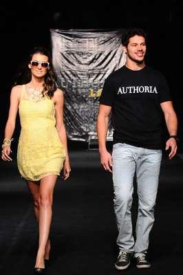 O ator José Loreto mostrou desenvoltura na noite desta sexta-feira (05) na passarela do Fortaleza Fashion Week