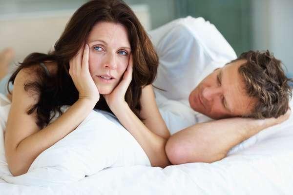 Questão de idade - A grande maioria dos homens que sofre com ejaculação precoce tem uma condição crônica. Eles nunca experimentaram outra maneira e não saram com a idade. Na verdade, muitas vezes, a situação, se não tratada, pode ficar ainda pior. Não é incomum que um cara mais velho tenha que lidar com ejaculação precoce e disfunção erétil