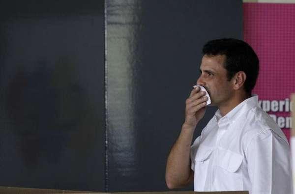 """El candidato de la derecha, Henrique Capriles, reconoció su derrota en la noche del domingo. """"Para saber ganar hay que saber perder"""", dijo Capriles en un discurso no preparado. Mensaje en el que dijo que creía plenamente en los resultados porque él es un democráta, pero dejando claro que seguirá luchando por Venezuela."""