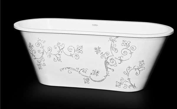Adornada artesanalmente com 4030 cristais Swarovski, a banheira é um modelo especial da fábrica Sabbia, que produziu apenas 10 peças como esta