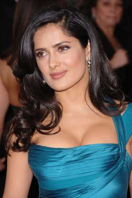 Actress Salma Hayek reveals that he has had problems with acne and excessive oil on your face