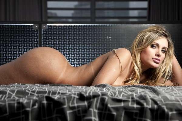 Andressa Urach, ex-latinete e atual candidata a Mis Bumbum pelo estado de Santa Catarina, divulgou nesta quinta-feira (10) imagens nuas que fez para a Playboy americana e afirmou que as fotos não foram alteradas com Photoshop