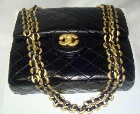 Inês Ferreira Brito, da The Best Party, criou o bolo em formato de uma bolsa Chanel