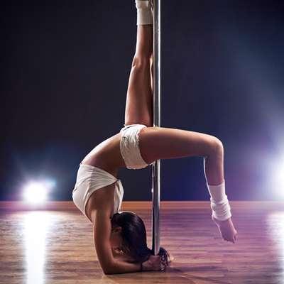 Pole dance. As aulas de pole dance parecem ter surgido para ficar. Além de sensuais, o trabalho de força ajuda a tonificar o corpo e torna-lo ainda mais sexy. Eu sempre recomendo essa aula para os meus pacientes, diz Marianne Brandon, psicóloga americana especialista em relacionamentos